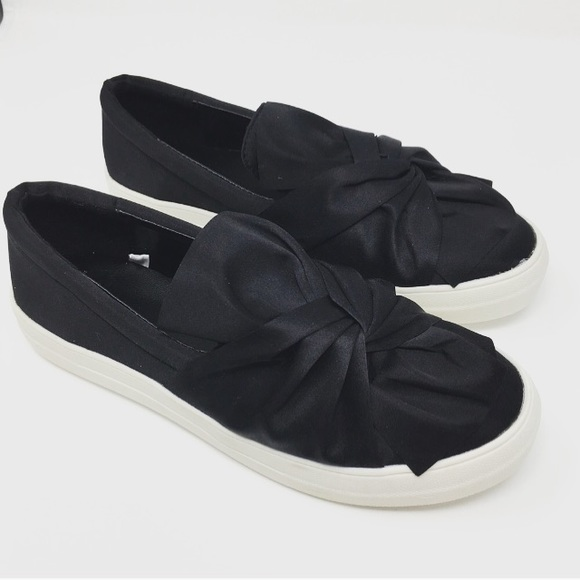 Shoes - NEW in box Bow platform slip on sneakers black 9